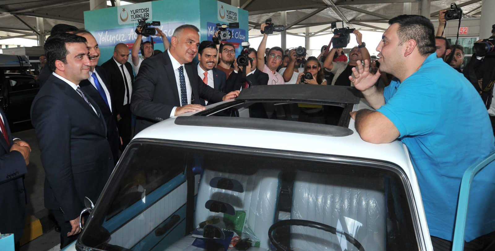 Minister of Culture and Tourism Ersoy Visited the Citizens at Kapıkule Border Gate