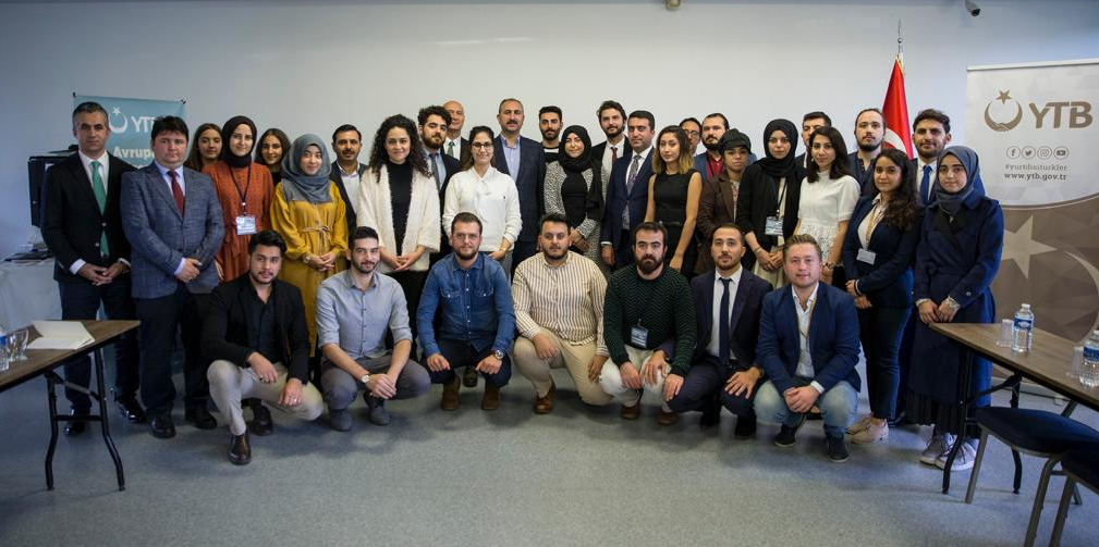 Minister of Justice Gül Met with Youth Abroad