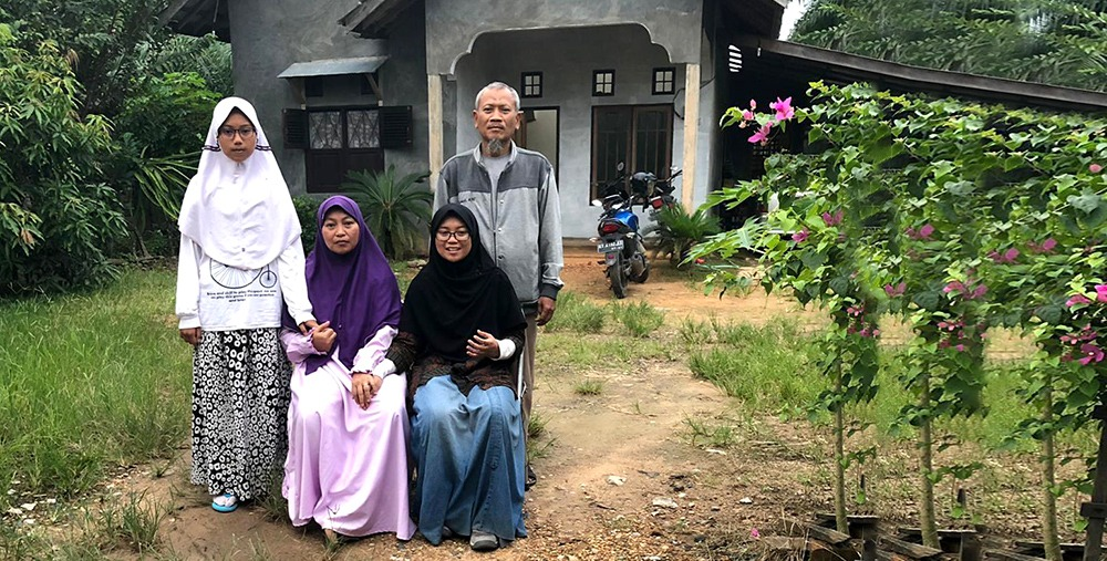 YTB Surprises mother of Indonesian Student on Mother's Day
