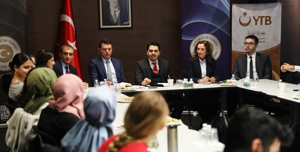 YTB Başkanı Eren New York'taki Türk Öğrencilerle Buluştu